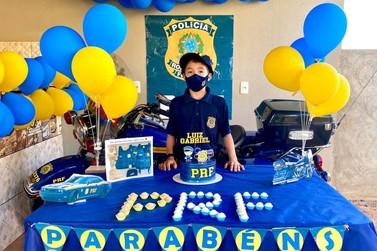 Polícia Rodoviária Federal realiza festa surpresa para criança de 9 anos