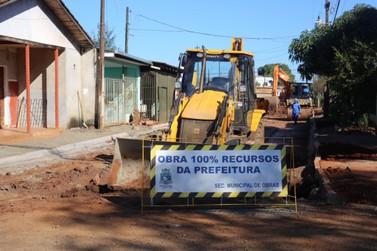 Rua Edmundo de Barros é preparada para pavimentação asfáltica em Foz do Iguaçu