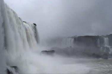 Vazão das Cataratas do Iguaçu chega a 1,4 milhão de litros de água por segundo