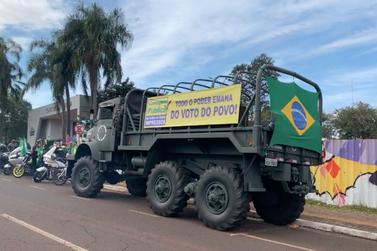 Apoiadores de Bolsonaro fazem ato a favor do voto impresso em Foz do Iguaçu