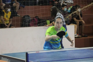 Atletas iguaçuenses conquistam bons resultados no Paranaense de Tênis de Mesa