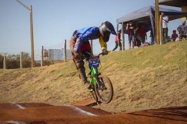 Projeto social motiva crianças e adolescentes de Foz à prática do bicicross
