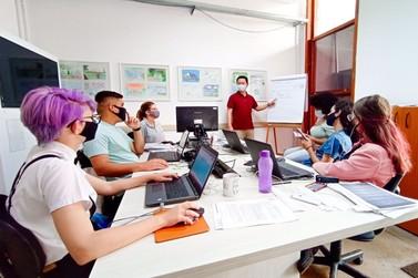 Capacita Foz já beneficia 1.250 profissionais do turismo de Foz do Iguaçu