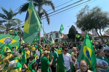 Em Foz do Iguaçu, manifestantes vão às ruas em apoio ao presidente Bolsonaro