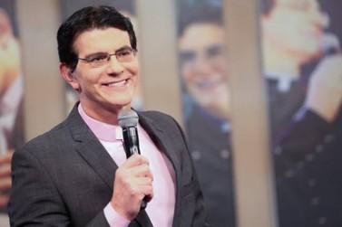 Natal de Águas e Luzes terá show de Padre Reginaldo Manzotti em Foz do Iguaçu