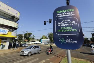 Botoeiras de acionamento do semáforo de pedestres na Vila A passam por ajustes
