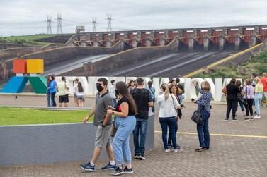 Itaipu recebeu mais de 8,7 mil visitantes no feriado de Nossa Senhora Aparecida