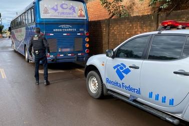 Ônibus trafega na contramão pela BR-277 para fugir de fiscalização da RF