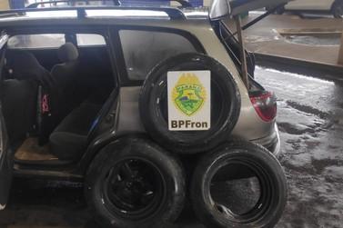 Pneus contrabandeados são apreendidos pela Receita Federal na Ponte da Amizade