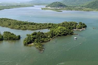 Ilha da Pescaria oferece um passeio cheio de natureza e história caiçara