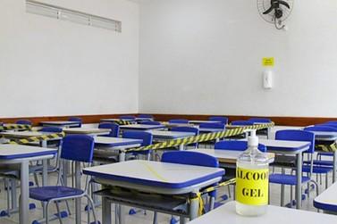 Aulas híbridas começam no dia 1° de março no Paraná; municipais retornam dia 18