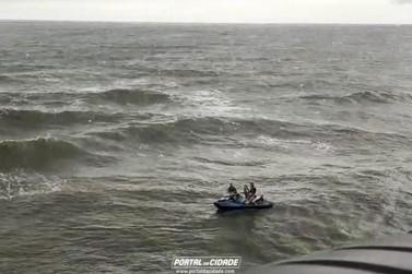 Jovens à deriva em jet ski são resgatados na Prainha