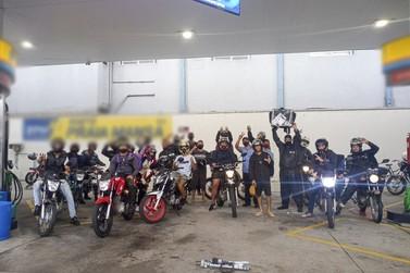 Motoboys realizam manifestação em postos de Guaratuba