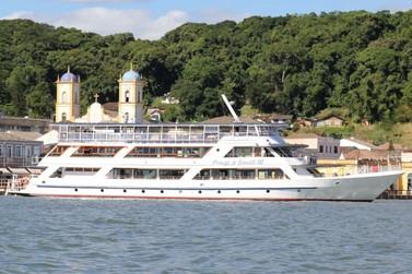 Passeio no Barco e Príncipe e as belezas da Baía de Babitonga