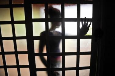 Professor é condenado a 31 anos de prisão pelo estupro de três alunas em Itapoá