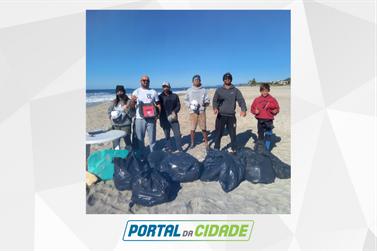 Projeto de surfistas recolhe 100 quilos de lixo das areias de Guaratuba