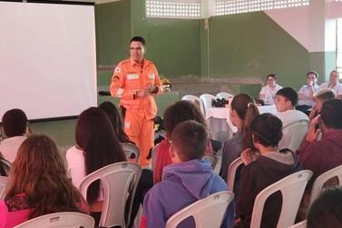 Bombeiros de Guaxupé ministram palestra durante o Setembro Amarelo