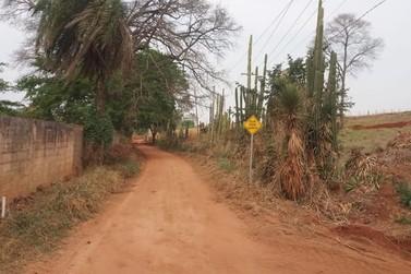 Prefeitura de Guaranésia interdita acesso a estrada de terra que liga à Guaxupé