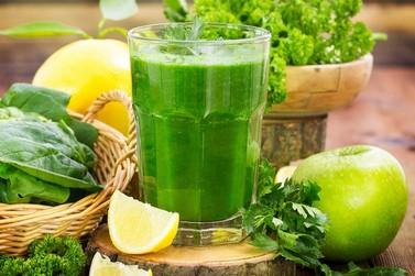 Suco verde elimina toxinas e ajuda no emagrecimento