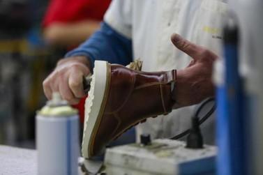 Agricultura e indústria calçadista foram as que mais demitiram em Outubro