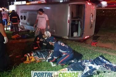 Duas pessoas morrem em acidente com micro-ônibus que voltava do litoral