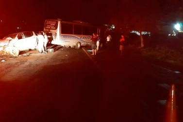 Acidente entre micro-ônibus e caminhonete deixa cinco feridos em Guaxupé