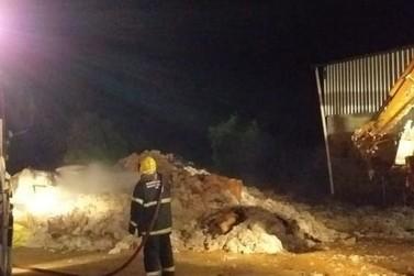 Bombeiros combatem incêndio em tecelagem de Guaranésia