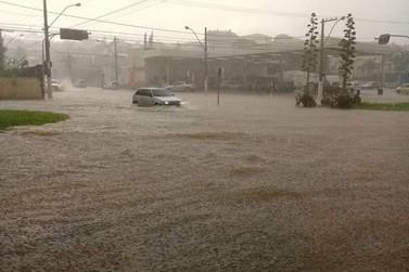 Chuva forte provoca alagamentos e prejuízos em Guaxupé