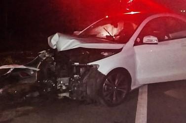 Motorista perde controle e bate em árvore em Muzambinho