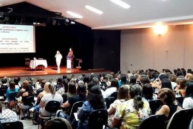 Professoras participam do 5º Fórum de Boas Práticas Pedagógicas em Guaxupé