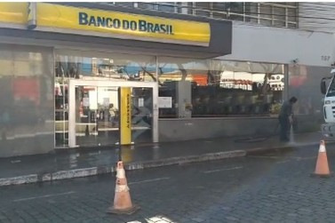 Gerente e suspeito são mortos em tentativa de assalto à banco em Guaxupé