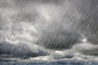"""INMET emite alerta de """"perigo potencial"""" de tempestade para a região"""