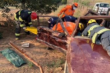 Duas pessoas ficam feridas em acidente na MG-450