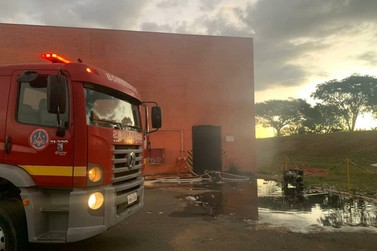 Bombeiros controlam incêndio em indústria têxtil em Guaxupé