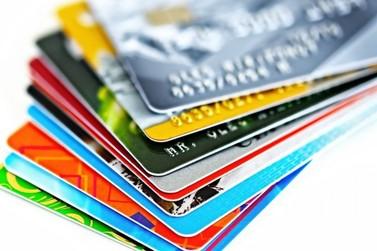 Juros do cheque especial voltam a subir e chegam a 324,7% ao ano
