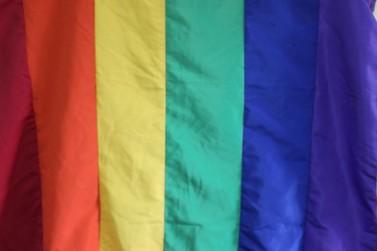 Travestis e transexuais podem adotar nome social no título de eleitor