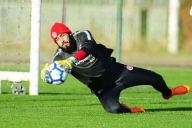 """Danilo pede Inter trabalhando """"quietinho"""""""