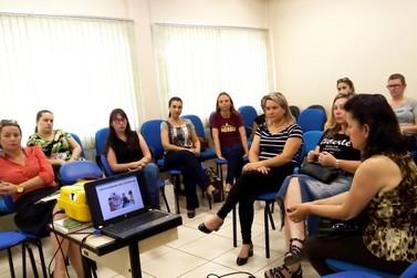 Professoras apresentaram suas práticas pedagógicas em encontro na SMECE