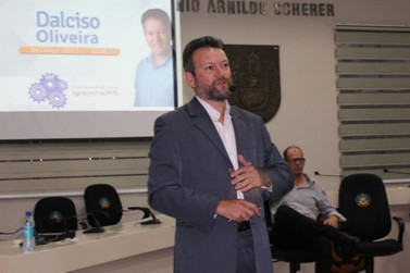 Emoção marca a renúncia de Dalciso Oliveira como vice-prefeito de Igrejinha