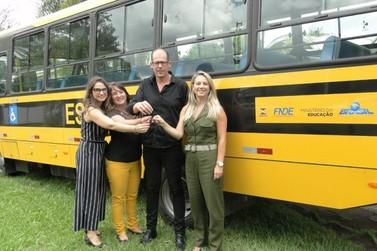 Igrejinha recebeu novo ônibus para transporte escolar