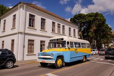 Giordani apresenta City Tour Viva a História em ônibus vintage