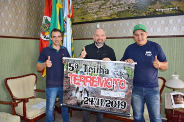 Representantes do Terremoto Trail Club convidam para seu próximo evento