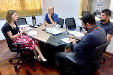 Reunião reforça parceria entre a Feevale e o Instituto Desenvolver