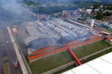 Após incêndio destruir fábrica, Calçados Beira Rio demite 700 funcionários