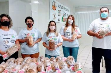 Escola distribui mais de 200 pães aos alunos no bairro Santa Maria em Taquara