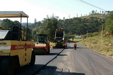 Daer executa pavimentação da ERS-020, na região dos Campos de Cima da Serra