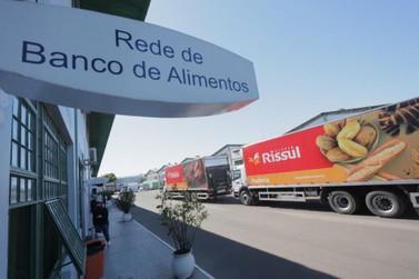 Supper Rissul entrega R$ 300 mil em doações para a Rede de Bancos de Alimentos