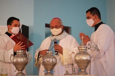 Bispo celebra missa dos Santos Óleos com todo clero da Diocese, em Igrejinha