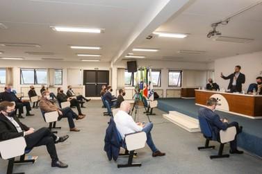 Eduardo Leite participa de reunião regional sobre Reforma Tributária, em Taquara