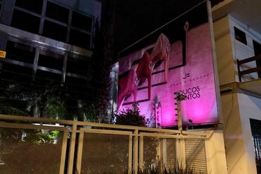 Outubro Rosa: Campanha no Bischoff Group mobiliza equipe para a doação de lenços